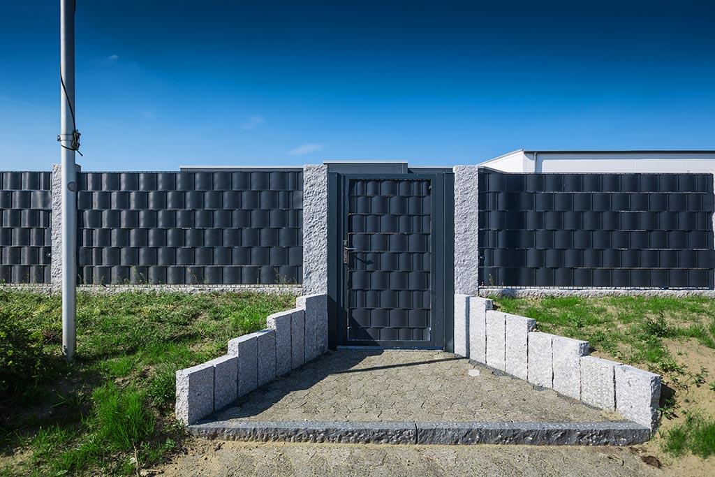 Panele ogrodzeniowe i taśma - więcej prywatności